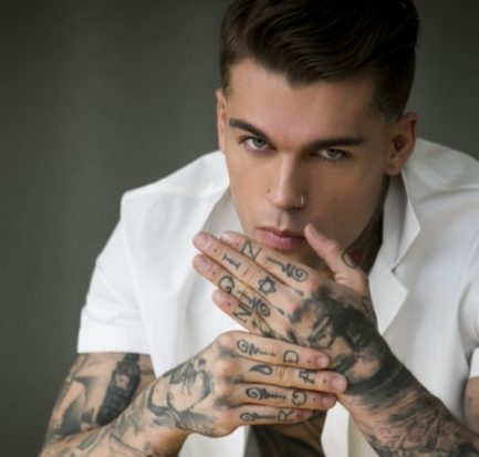 Footballer turned top model-Stephen James' amazing Body, Tattoos, Thriving Career, and Humility!