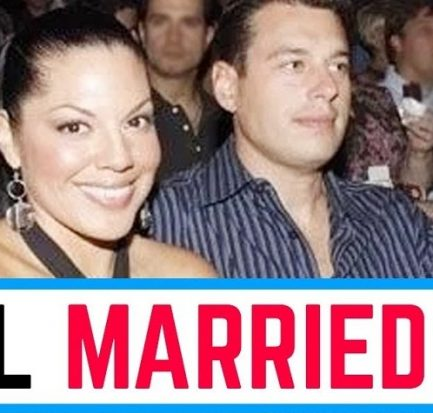 Ryan DeBolt-the husband of the bisexual actress cum singer Sara Ramirez! Learn about his career and personal life!