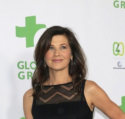 Daphne Zuniga husband, affair, marriage, net worth, bio, body measurement