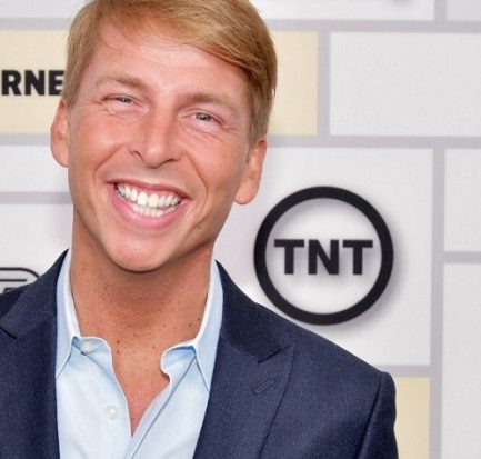 Actor Jack McBrayer wiki, age, family, education, 30 rock, girlfriend, body measurement, net worth, salary