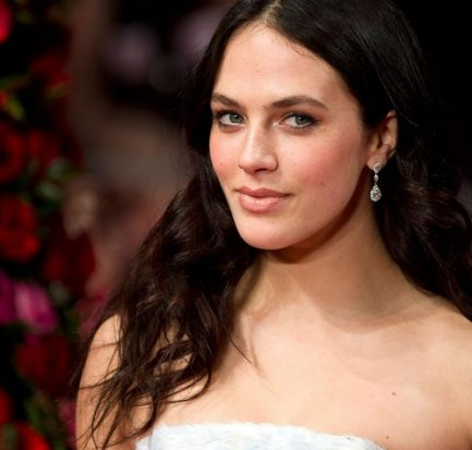 Jessica Brown Findlay birth, age, family, education, ballet, ankle injury, Downton Abbey, boyfriend, body measurement, salary and net worth