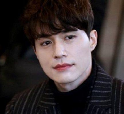 Lee Dong Wook Girlfriend, Height, Instagram, Net Worth, Movies, Siblings, Age