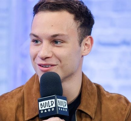 Finn Cole Bio, Age, Parents, Siblings, Net Worth, Salary, Height, Weight, Facebook, Instagram