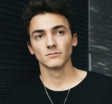 Mikey Manfs Bio, Age, You-Tuber, Net Worth, Relationship, Height, Instagram