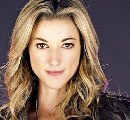 Zoie Palmer Bio, Age, wiki, Net Worth, Income, career, Education and Family.
