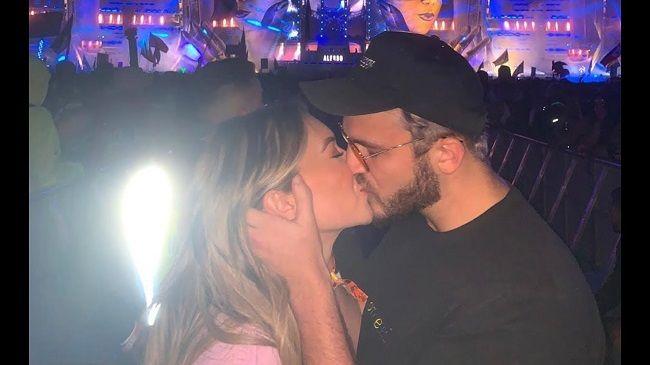 Stassie and Zane kissing