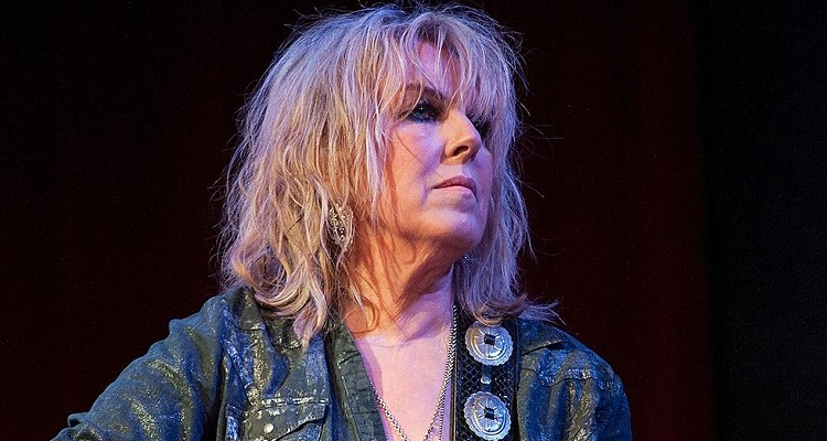 Lucinda Williams Bio, Age, Net Worth, Albums, Husband, Instagram, Tour, Pictures, Twitter, Nationality