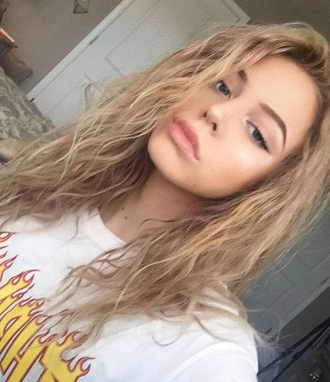 Eliza Rose selfie