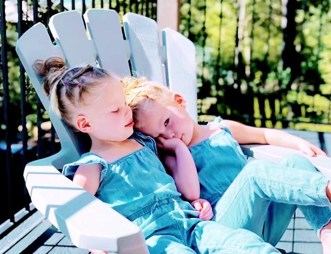 Evie Gardner and Scarlett