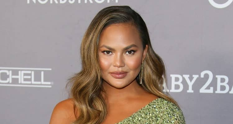 Chrissy Teigen  Biography | Age, Net Worth (2021), Model, Husband, Nationality |