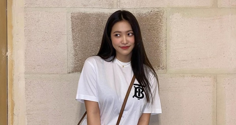 Yeri | Bio, Age, Wiki, Singer, Songs, Net Worth, Affair, Dating |